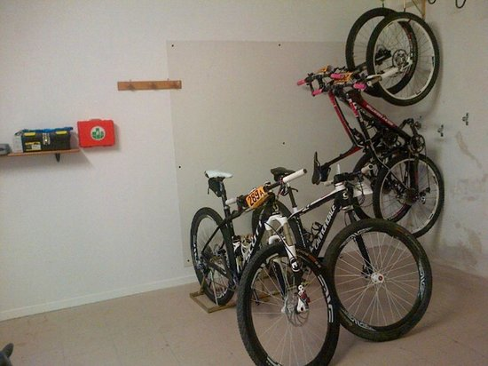 Hotel San Giacomo Sport&Relax: Bike garage