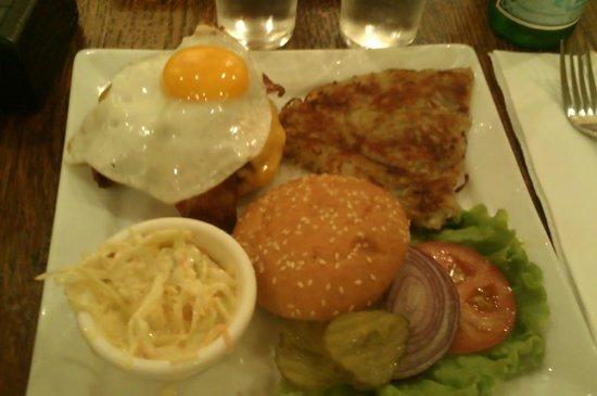 ellis island cafe: Burger Manhattan
