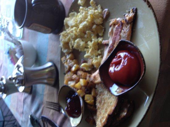 Settlers Inn : Breakfast--VERY GOOD-!