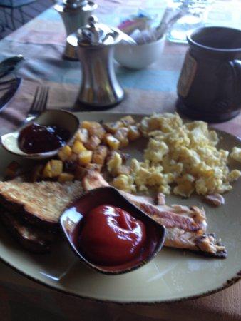 Settlers Inn: Breakfast--VERY GOOD-!