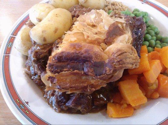 Steak Pie, Veg, Potatoes & Skirlie - Picture of ...