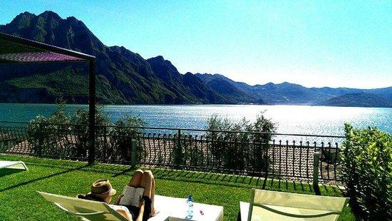 Ai Ronchi B&B : Relaxing and enjoying the view