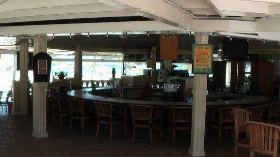 Pega Pega Grill and Beach Bar: Pega Pega Bar