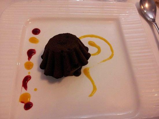 Chez Pineau: Moelleux au chocolat, crème à la fève tonka