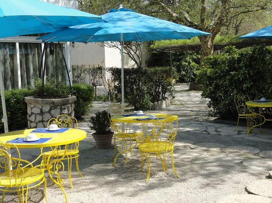 Hotel de L'Ile: petit dej en terrasse