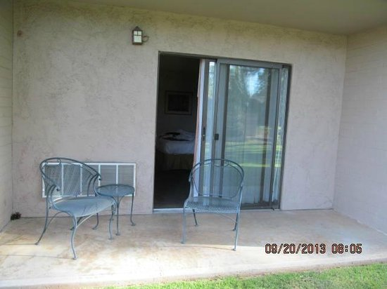 Quality Inn Payson: This is the patio of the room I had-this not the entry door and is accessed only from the rooom