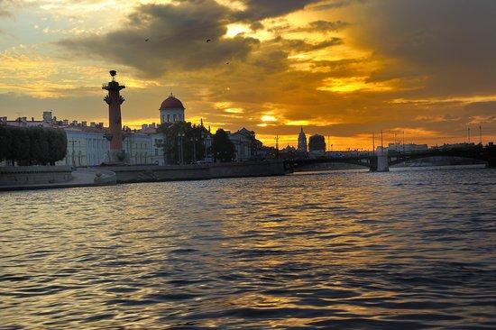 Nevsky Contour Hotel: закат
