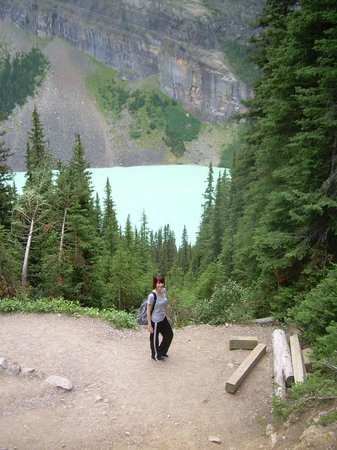 Lake Louise Inn: View down to Lake Louise