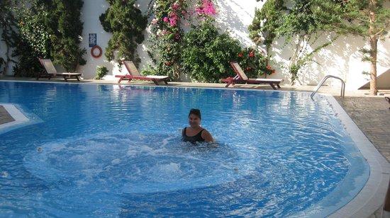 Veggera Hotel: Jacuzzi pool