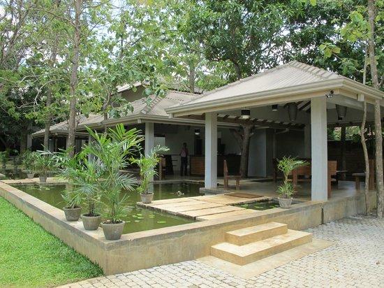 Fresco Water Villa: Open lobby