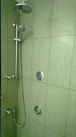 Admiral Inn & Suites: Great Shower Set Up