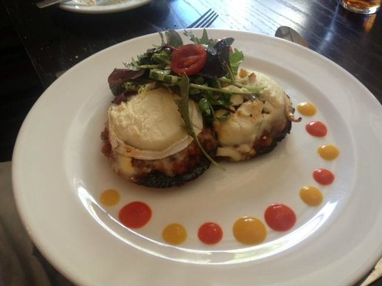 Barrasford Arms: Field mushrooms with goats' cheese