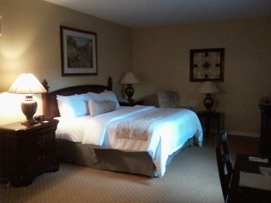 Nassau Inn: Nice room size