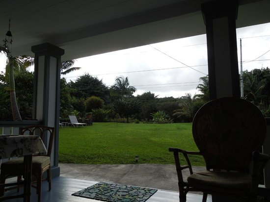 The Old Hawaiian B&B: Lanai view