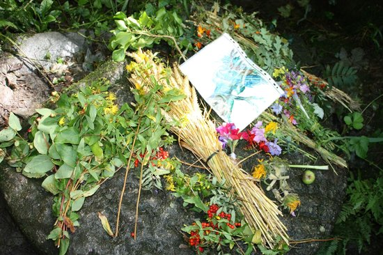 Rocky Valley: Lammas Offerings within the Mill ruins (placed on 1st or 2nd Aug)