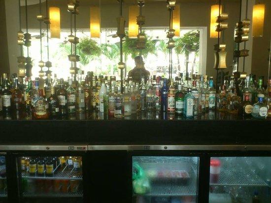 Marival Residences Luxury Resort Nuevo Vallarta: bar lobby