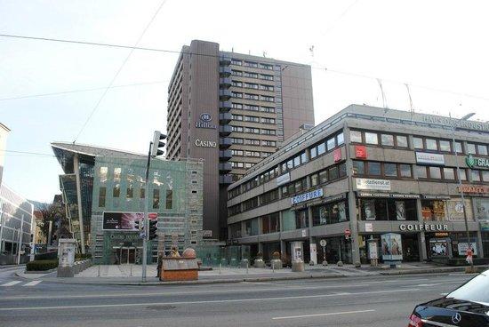 Hilton Innsbruck: Hotel visto da fuori