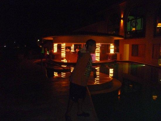 All Ritmo Cancun Resort & Waterpark: alberca cerca de la playa