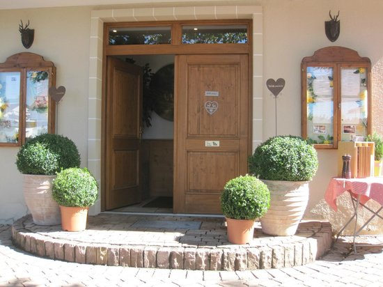 Landgasthof Hotel Gentner: Entrance to Restaurant from Patio