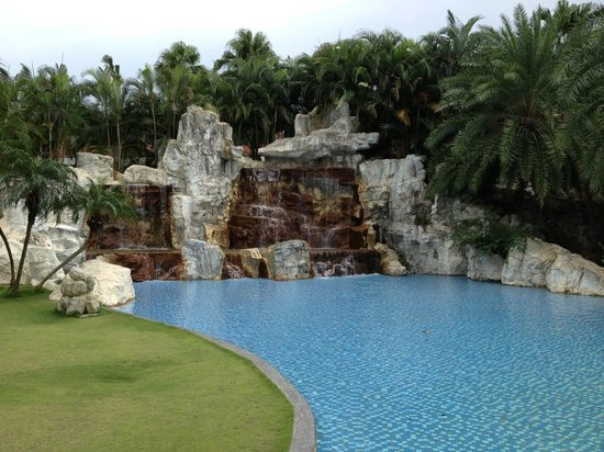 Queena Plaza Hotel: Waterfall