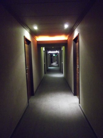 K West Hotel & Spa : looooong corridoors
