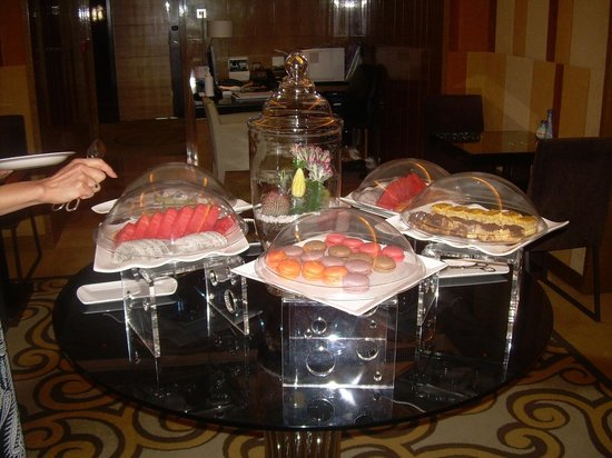 Royal Park Hotel: Executive lounge afternoon tea