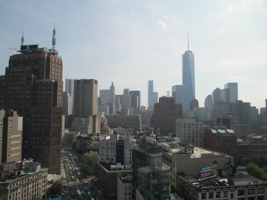 The James New York - SoHo : View towards WTC from rooftop pool