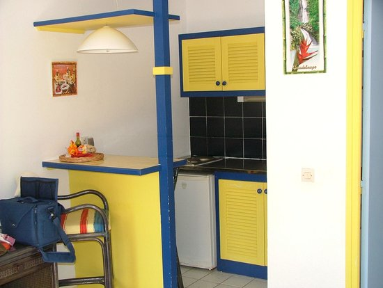 La Maison Creole : Chambre 202 coin kichnette