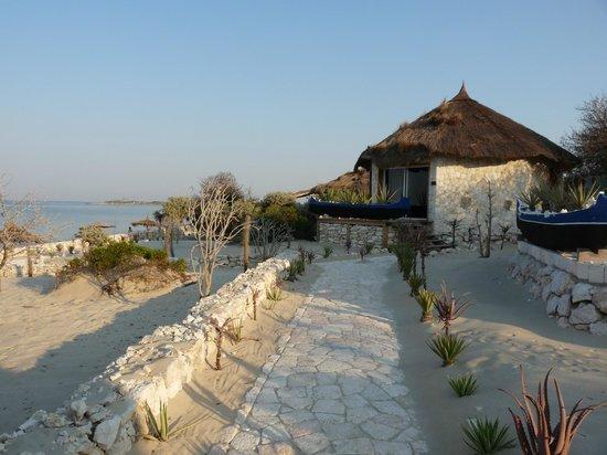 Anakao Ocean Lodge: Villa and beach
