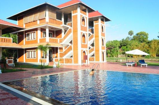 Isola Di Cocco Beach Resort : Pool View