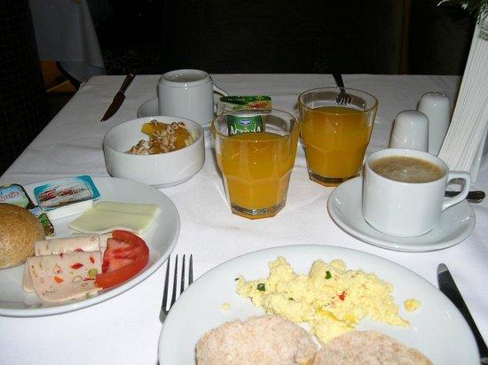 Mirilayon Hotel: Frühstück