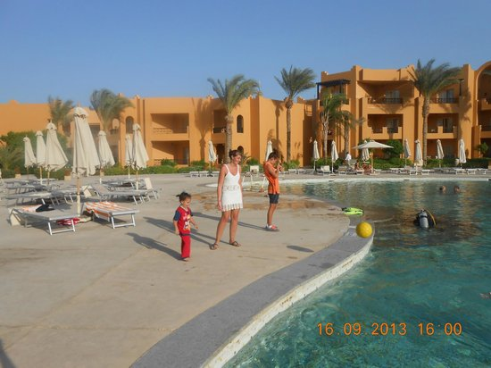 Stella Di Mare Beach Resort & Spa Makadi Bay: on the pool