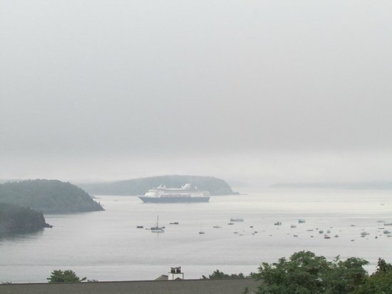 Atlantic Eyrie Lodge : A little foggy this morning but could still see cruise ships