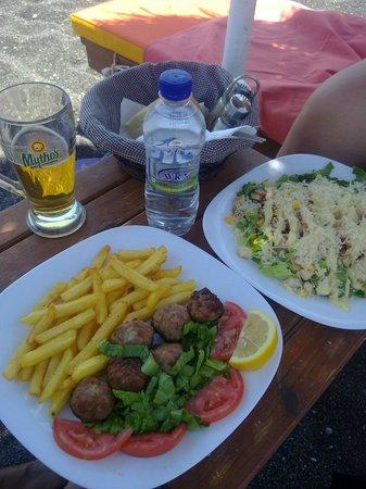 Aqua Beach Restaurant: Pranzo sulla spiaggia