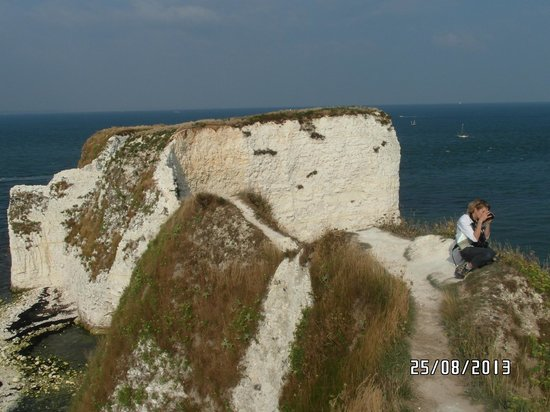 Studland beach and Nature Reserve : Footpath to the rocks