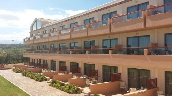 Kiani Beach Resort Family All Inclusive : chambres vue plage coté droit