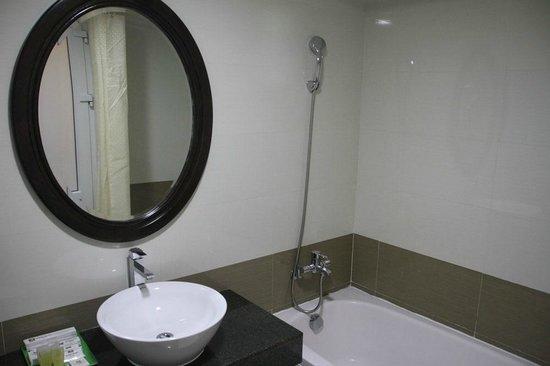 Hue Serene Palace Hotel : ducha comoda