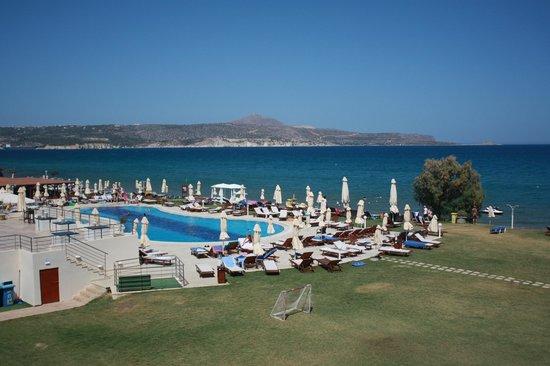 Kiani Beach Resort: vue de la chambre de gauche