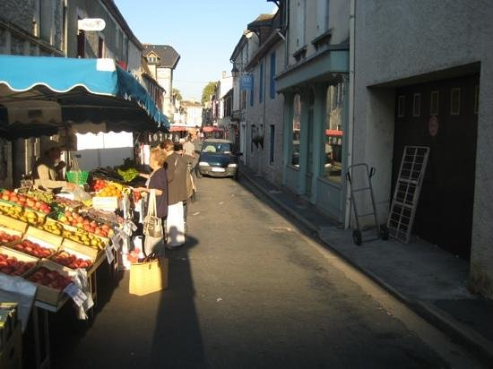 The Market Outside 52 Eymet