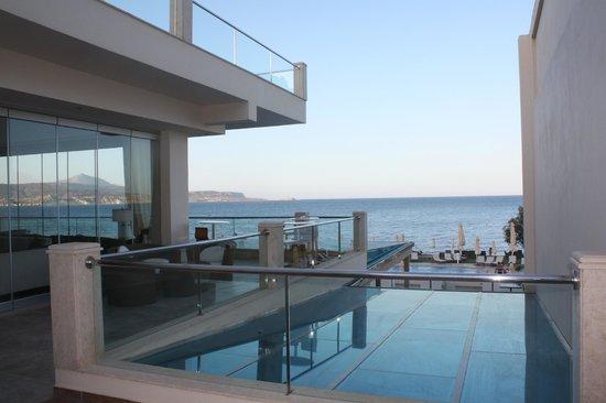 Kiani Beach Resort: vue terrasse de l'accueil