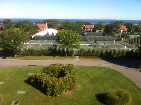 The Mansion at Ocean Edge Resort & Golf Club: Tennis court and ocean view