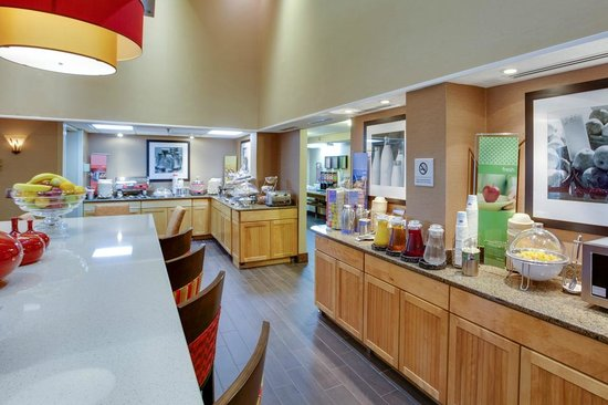Hampton Inn Chester : Breakfast area