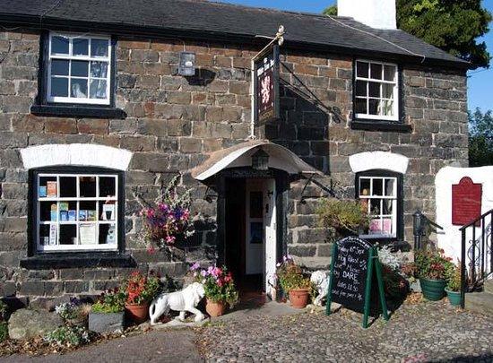 White Lion Inn: White Lion in Summer