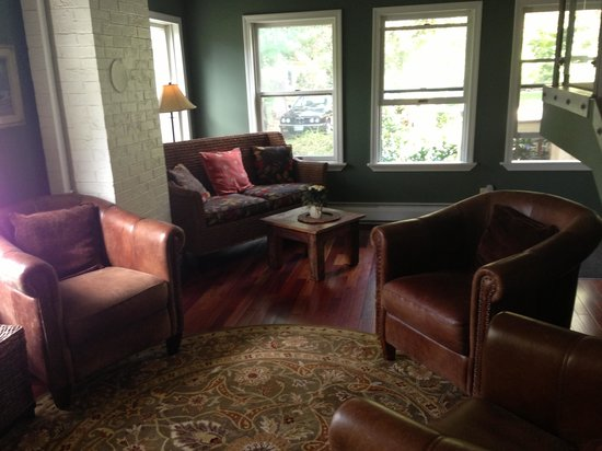 The Brunswick Inn: Living room area of Carriage House