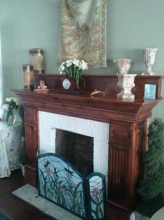 DeSoto Beach Bed & Breakfast: fireplace
