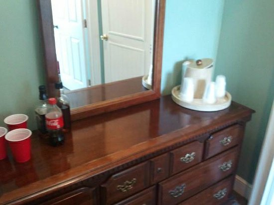 DeSoto Beach Bed & Breakfast: large dresser