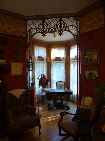 Castle Marne Bed & Breakfast: Common areas