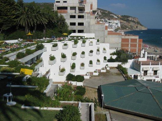 Hotel do Mar: Blick zum anderen hotelflügel und zur Sadt bzw. Strand