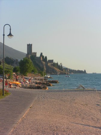Hotel Villa Carmen: Path to the town