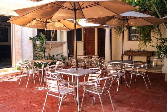 LM Hotel Boutique: Patio interior / Áreas recreativas